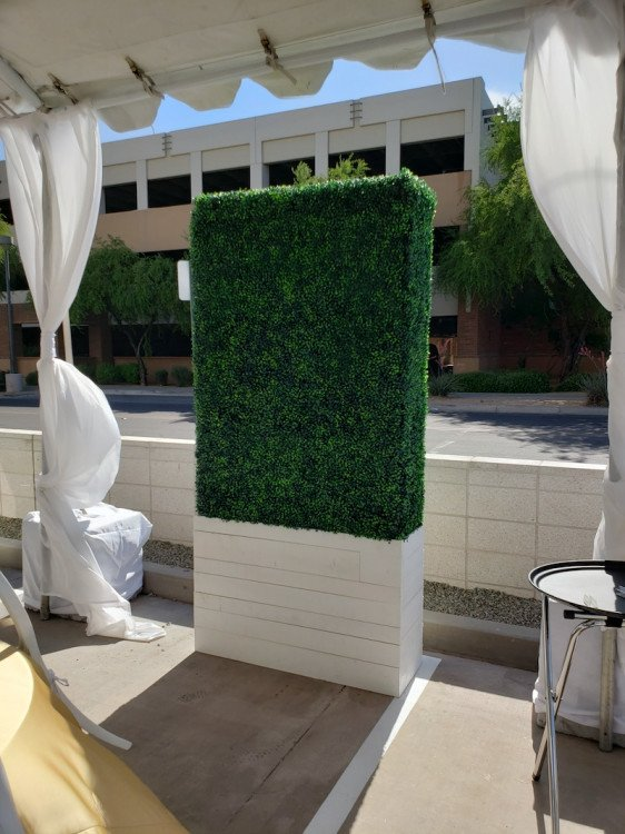 Hedge Wall - 8ft Tall x 4ft Wide - White Finish Base
